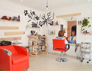 Женские и мужские стрижки, различные виды окрашивания, а также макияж от салона красоты For You со скидкой до 79%!