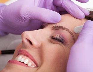 Ваши линии красоты! Перманентный макияж бровей, губ и век в салоне красоты Колор со скидкой до 65%!