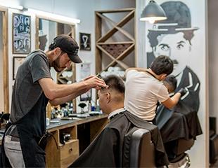 Новый стиль от барбера Али: стрижки, бритье и коррекция бороды в Chaplin's Barbershop со скидкой до 55%!