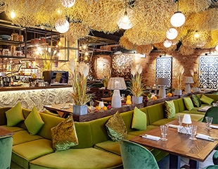 Сочные стейк и шашлык, филе лосося на пару и многое другое со скидкой 50% на все меню и бар в ресторане Qaimaq!