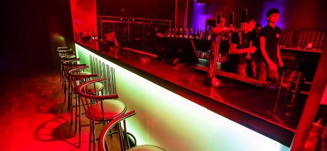 The sport bar, 9