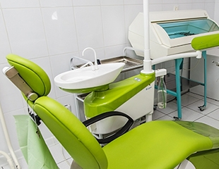 Профессиональный уход для ослепительной улыбки! Установка брекетов, виниров и протезов со скидкой до 74% от стоматолога Алиева Эмина Ильгамовича!