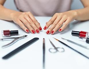 Гламур от кончиков пальцев! Маникюр и педикюр с гелевым покрытием и дизайном в студии красоты AlJua_R со скидкой до 64%!