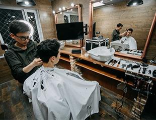 Максимум удовольствия! Стригись и играй в PlayStation! Услуги салона Men`s Point Barbershop для настоящих мужчин со скидкой от 50%!