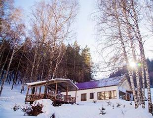 Чистый воздух, снежные горки и бесконечный комфорт! Проживание в номерах, а также аренда гостевых домиков со скидкой до 60% в «Алматау»!