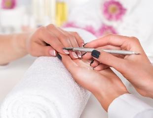 Бархатные ручки! Маникюр и педикюр, SPA-процедуры для рук и стоп от мастера Айнары в студии красоты Luxury со скидкой до 51%!