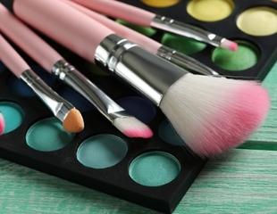 Будь неотразима! Все виды макияжа и другие услуги сертифицированного визажиста Аяулы со скидкой до 60%!