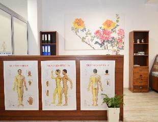 Почувствуйте себя монархом! Иглотерапия и баночный массаж со скидкой 50% в клинике китайской медицины «Императорский врач»!