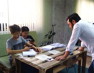 Откройте в себе полиглота! Курсы английского языка для взрослых и детей в образовательном центре The Best Leader со скидкой 57%!