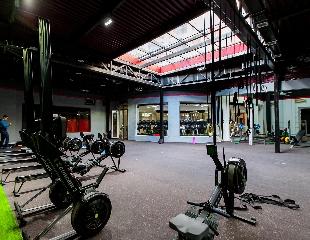 Стремись к совершенству вместе с нами! Посещение кросс-тренировок на 1, 3 или 6 месяцев в клубе Renessans со скидкой до 46% от сети Enjoy Fitness!