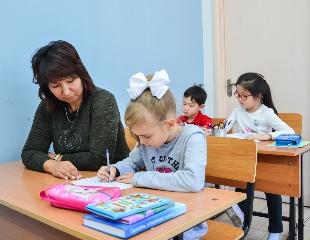 Знания и творчество для Вашего ребенка! Продлёнка с питанием и трансфером, а также уроки ИЗО от образовательного центра Asken Family Club со скидкой до 60%!