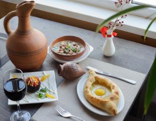 Домашнее грузинское красное, оджахури, хинкали и многое другое! Скидка 50% на все меню кухни и ассортимент традиционных напитков в ресторане грузинской кухни Georgian House!