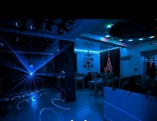 Живая музыка, танцпол, пенные напитки и вкусные блюда со скидкой 50% на все меню и бар в рестобаре THE NO NAME BAR!
