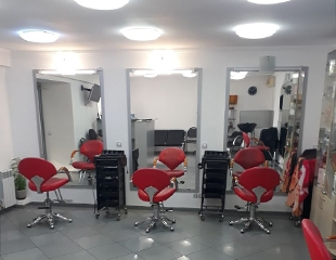 Волосы Вашей мечты! Стрижка, укладка, окрашивание, технология AirTouch и мелирование для милых дам в салоне красоты «Долорес» от мастера Эльмиры со скидкой до 78%!