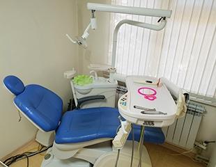 Улыбайтесь от души! Лечение, удаление и ультразвуковая чистка зубов в клинике «Дар-Стом» со скидкой до 60%!