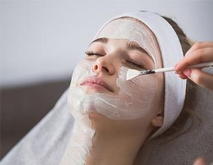 Сезон ухода открыт! Чистка лица, пилинг и различные уходовые процедуры со скидкой до 72% в студии красоты «МариАнна бьюти»!
