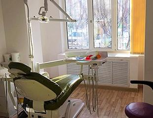 Идеальная улыбка! Ультразвуковая чистка и установка брекетов в стоматологии Dent-Life со скидкой до 83%!