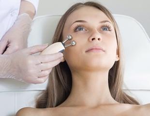 Красота, и ничего лишнего! Процедуры для лечения угревой сыпи, постакне, избавления от морщин и пигментации со скидкой до 79% в салоне красоты «Ариадна»!