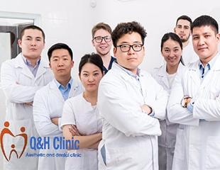 Улыбка в любое время! Лечение и чистка зубов, а также установка зубных имплантов в круглосуточной стоматологии Q&H aesthetic and dental clinic со скидкой от 50%!