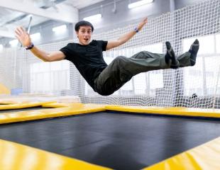 Будь смелее, прыгай выше! Посещение батутного центра «Арена» в будние и выходные дни со скидкой до 62%!