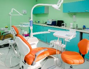 Улыбайтесь с удовольствием! Установка металлических, сапфировых и керамических брекетов, а также изготовление пластин для детей со скидкой до 74% в стоматологии «АРУ ДЕНТ»!