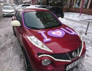Тысяча роз на капоте говорит больше, чем тысяча слов! Украсьте автомобиль любимых самыми нежными декорациями со скидкой до 40% от компании Love Flowers!