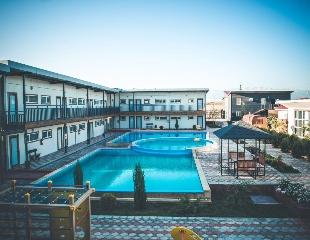 Уютных отдых, наполненный весенним настроением! Проживание на базе отдыха ULAN Hot Spring Resort на горячих источниках Чунджи со скидкой до 30%!
