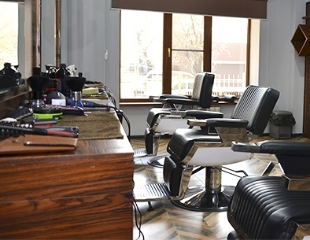 Круче не бывает! Мужские стрижки, моделирование бороды и многое другое со скидкой до 52% в зоне Barbershop Versal!