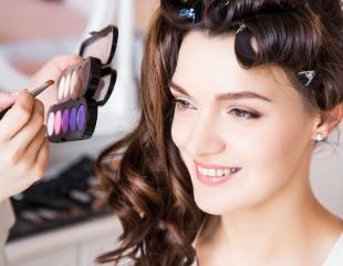 Красивые детали Вашего образа! Дневной, вечерний макияж, коррекция и покраска бровей, а также обучение визажу в группе и индивидуально в студии красоты BS со скидкой до 57%!