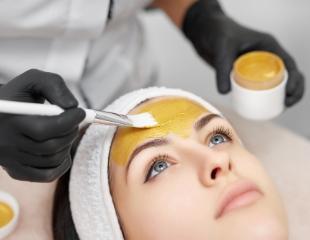 Секрет сияющей кожи! Чистка лица, все виды пилингов и другие косметологические услуги от косметолога Елены со скидкой до 50%!