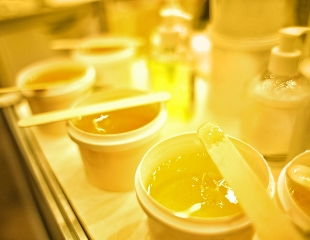 Гладко и сладко! Шугаринг различных зон тела в салоне «Идеал» со скидкой до 60%!