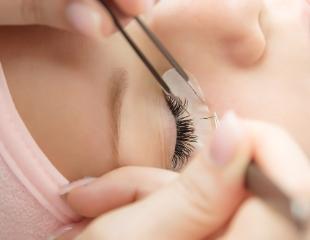 Наращивание ресниц различных объемов, а также макияж + укладка со скидкой 50% в салоне красоты Мона Лиза!