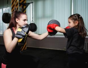 Безлимитные детские абонементы на посещение бокса, тайского бокса и рукопашного боя в «Rounds» со скидкой 52%!