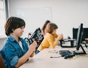 Очень умелые ручки! Робототехника, программирование, 3D-моделирование, шитье и вязание от инновационного образовательно-досугового центра DIY space center со скидкой до 73%!
