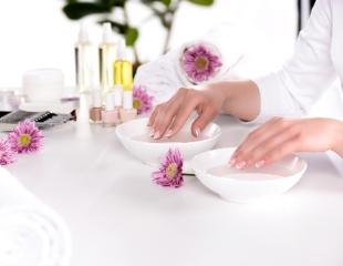 Совершенство на кончиках пальцев! Маникюр и педикюр для женщин и мужчин, а также SPA-процедуры в студии красоты «Адель» со скидкой до 68%!