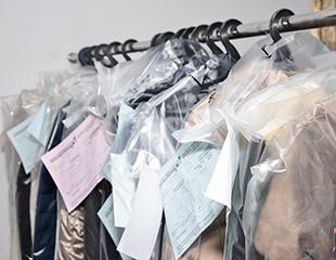 Химчистка верхней одежды, постельного белья от сети химчисток Winter Fantasy со скидкой 50%!