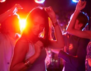 Веселись до самого рассвета! Караоке, ароматный дым, DJ и MC не дадут соскучиться! Скидка 50% на всё меню и бар в Andai Bar!