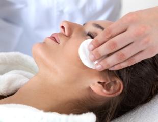 Различные процедуры для омоложения и лечения кожи лица в косметологическом центре AG Medical со скидкой до 55%!