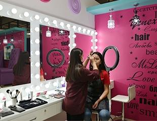 Будь в центре внимания! Дневной, вечерний, свадебный, а также макияж для фотосессии в салоне красоты Milash в ТЦ Grand Park со скидкой до 65%!