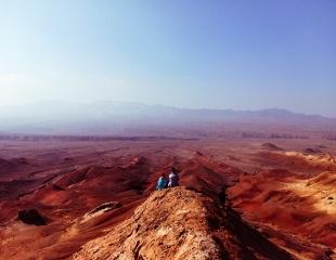 Таинственный марсианский пейзаж! Поездка на Красные горы Богуты от компании GornoMen со скидкой 30%!