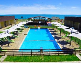 Проживание в номерах отеля «Бриз» на берегу озера Алаколь с 1 июня по 31 августа! Скидка до 64%!