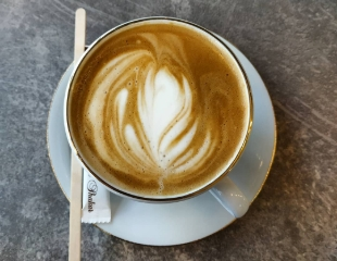 Ароматный кофе и молочные коктейли! Все меню кофейни Mister Coffee со скидкой 50%!