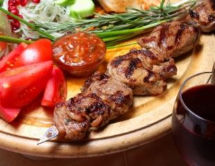 То, что Вы любите! Шашлык, хычины, мясные и рыбные блюда, закуски, а также все меню и бар в кафе MARYAM со скидкой 50%!