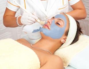 Комплексные процедуры по уходу за лицом, а также аппаратная косметология от врача-косметолога в салоне красоты «Адель»! Скидка до 83%!