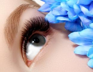 Наращивание, ламинирование и лечение ресниц, а также покраска и коррекция бровей в «Семейной студии красоты» со скидкой до 66%!