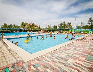 Приходите искупаться! Посещение открытого бассейна в будни и выходные со скидкой до 40% в комплексе Береке Aqua!