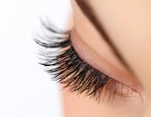 Пленительный взгляд! Коррекция бровей, наращивание, окрашивание и ламинация ресниц в салоне красоты «Инди» со скидкой до 64%!