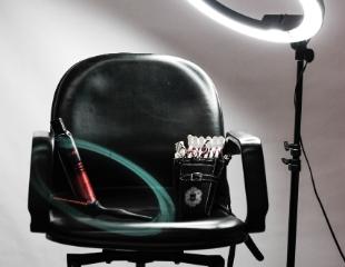 Стрижки, окрашивание, мелирование для милых дам от салона красоты «Долорес» от мастера Эльмиры со скидкой до 78%!