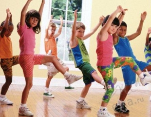 В ритме музыки! Народные, бальные и современные танцы для детей от 4 до 15 лет в детском центре Dream Child! Абонементы со скидкой до 61%!