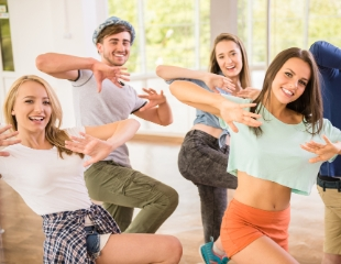Грация в движении! Фитнес, социальные танцы, а также бальные латиноамериканские и европейские танцы в студии FIRST! Абонементы со скидкой до 54%!